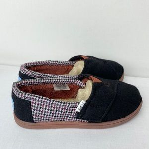TOMS flats fleece lined black toddler boy 11 NWOT
